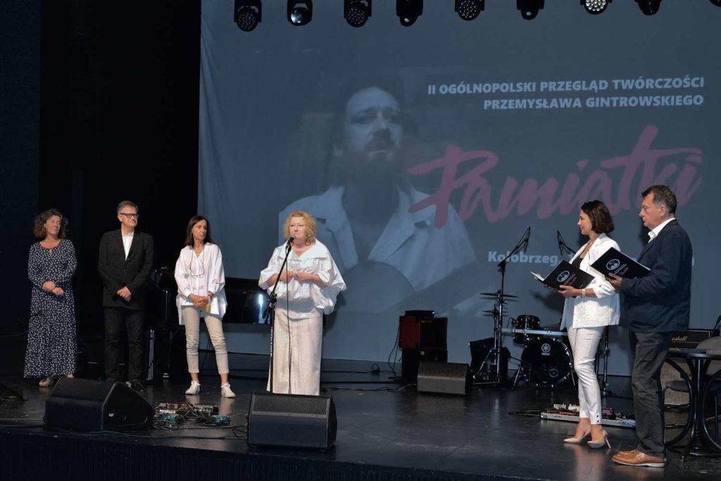 Jury i prowadzący Anna Popek i Paweł Sztompke