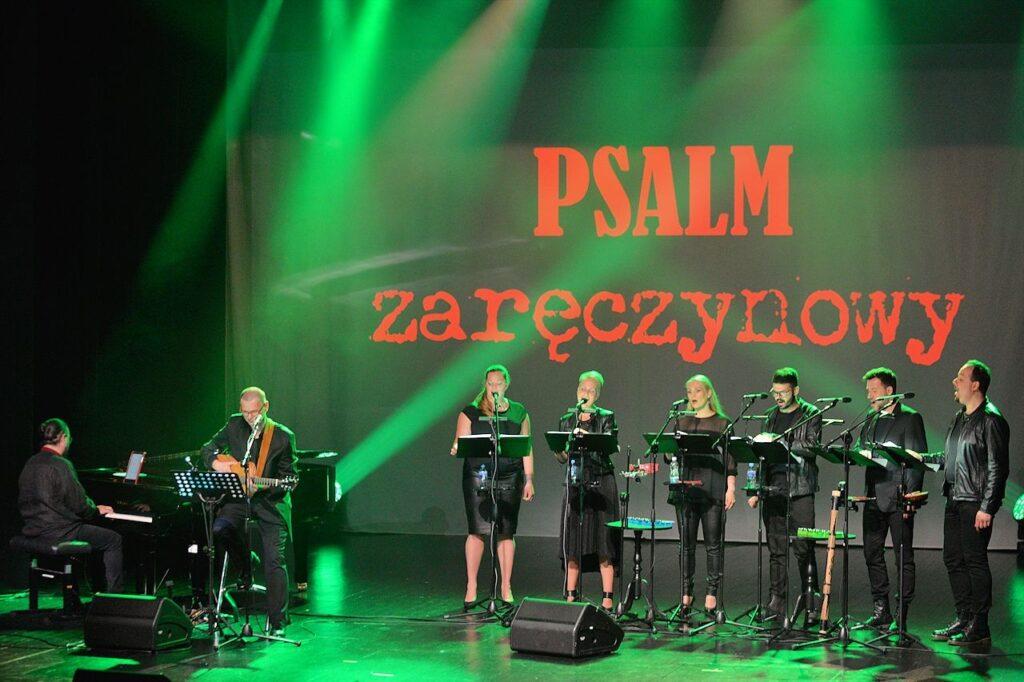 Gintrowski.Psalmy czyli Hadrian Tabęcki, Mariusz Orzechowski i zespół proModern