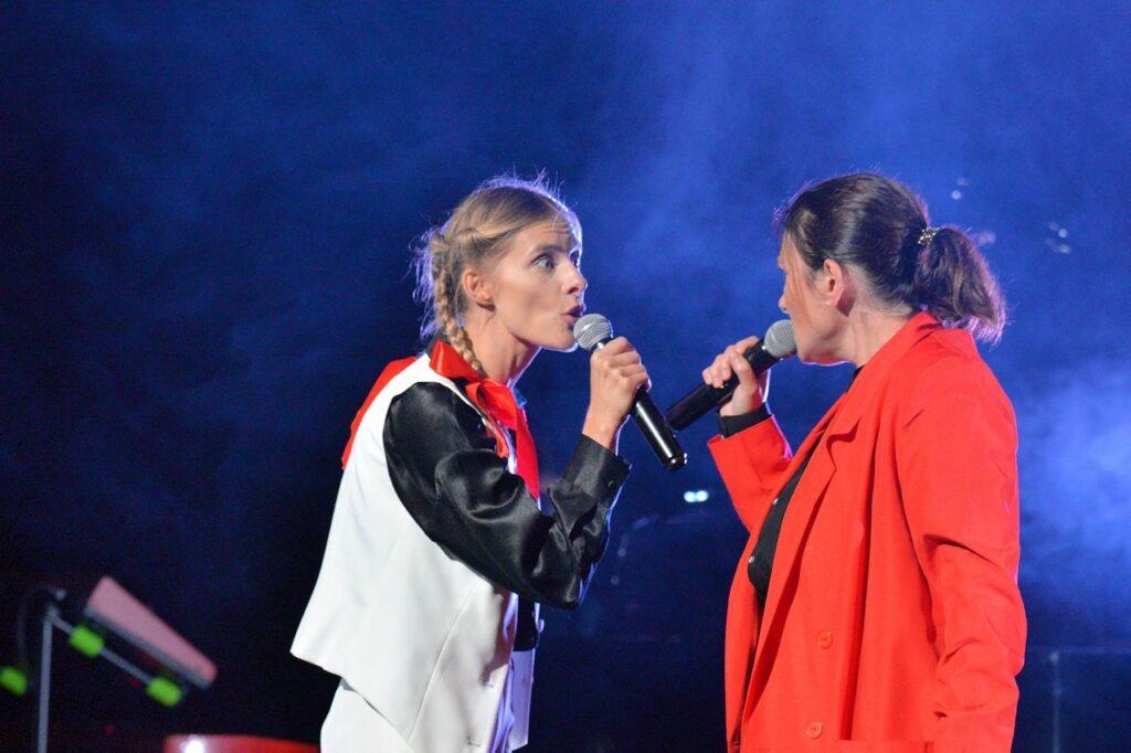 Katarzyna Zawadzka i Monika Urlik w koncercie Raport z oblężonego miasta