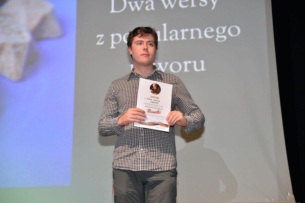 Piotr Nowak, zwycięzca quizu z wiedzy o życiu i twórczości Przemysława Gintrowskiego