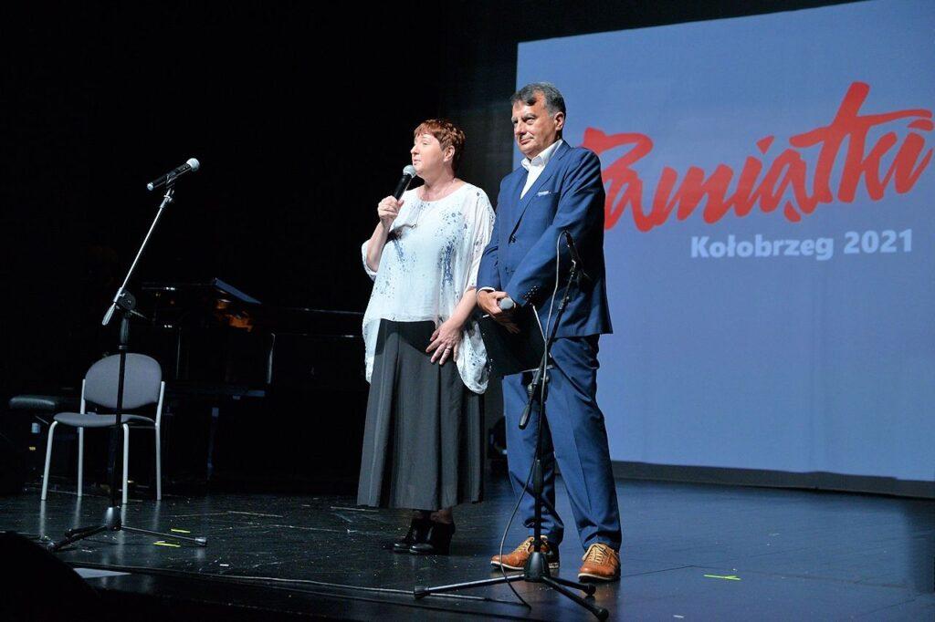 Prowadzący festiwal Teresa Drozda i Paweł Sztompke